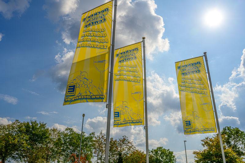 Unsere Flaggen im Parkplatzbereich – Edeka Decker Appenweier