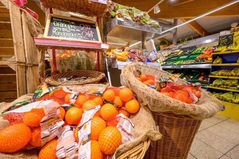 Orangen und Frischetheke in Zusenhofen