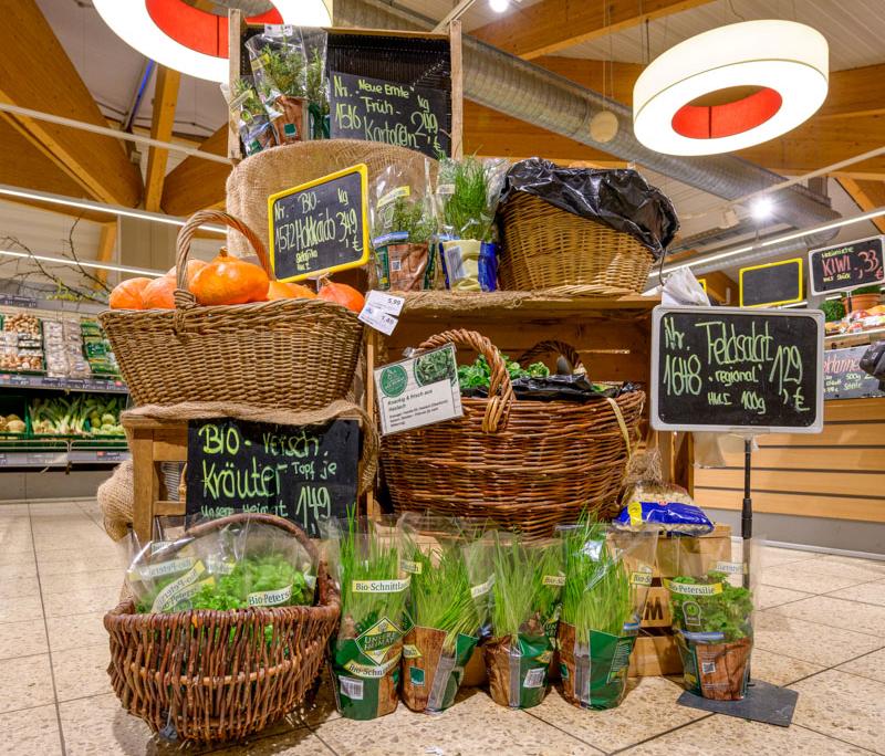 Warenpräsentation Kräuter und regionale Produkte in Zusenhofen