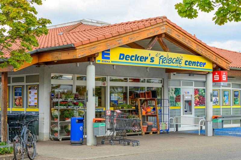 Außendarstellung Edeka Decker Zusenhofen Eingangsbereich des Marktes